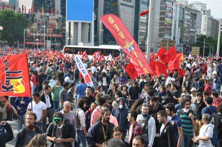 Kızılay Meydanı trafiğe kapatıldı