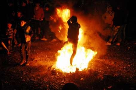 Kürtler Newroz ateşini yaktı