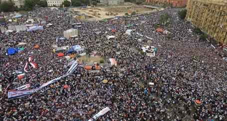 Mısırlılar askeri yönetimi protesto için Tahrir'deydi