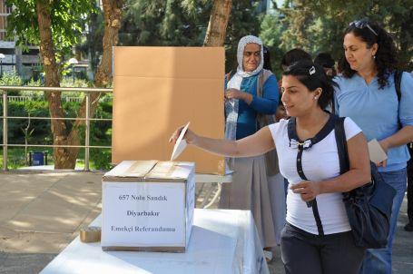 KESK, grev öncesi referandum sandıklarını kuruyor