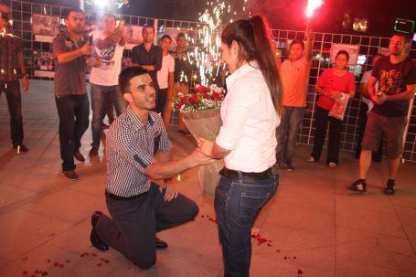Fotoğraf sergisinde evlenme teklifi