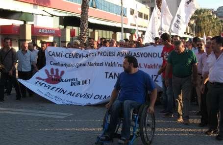 İzmirliler cami-cemevi projesine tepki gösterdi
