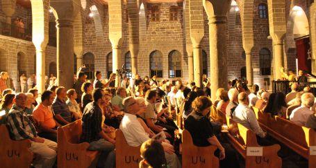 Surp Giragos Kilisesi'nde tarihi konser