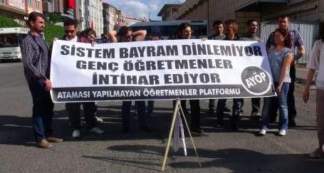 Öğretmenlerden AKP önünde kravatlı eylem