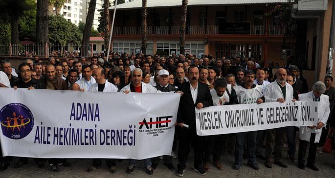 Adana\'da aile hekimleri iş bıraktı