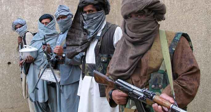 Afganistan'da bir komutan Taliban'ın safına geçti