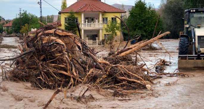 Afyon ve Kayseri'de su baskınları
