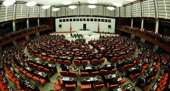 AKP, anayasada 60 maddelik yama için partilerin kapısını çalacak