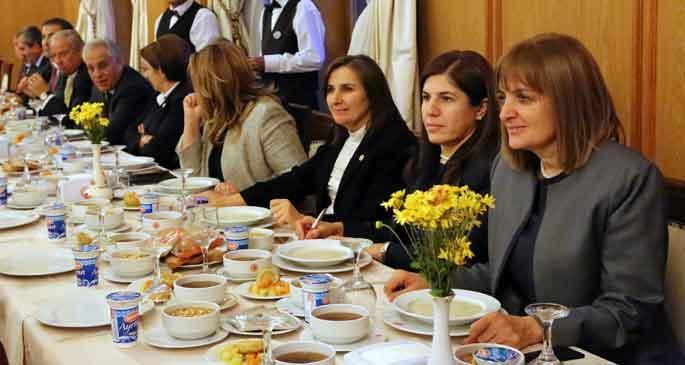 AKP kendi başına Alevi iftarı yaptı