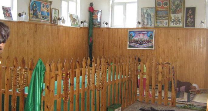 Alevi köyündeki türbe camiye dönüştürüldü