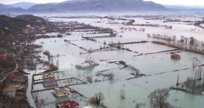 Arnavutluk\'ta sel: 17 ölü 39 yaralı