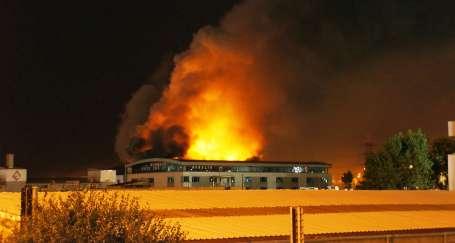Bayramda işçi çalıştırdı fabrika yandı