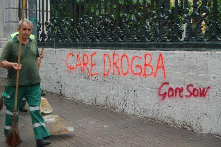 Taksim'de polisle 'marjinal' sohbetler