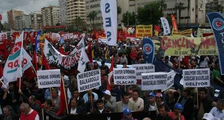 Adana'da işçiler meydana sığmadı
