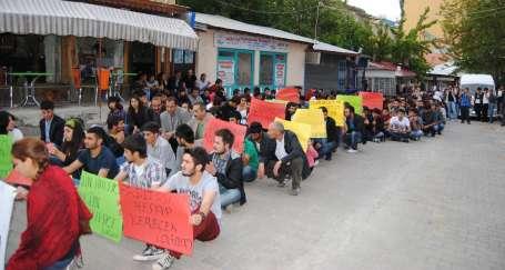 Öğrencilerden gözaltılara karşı yürüyüş ve boykot