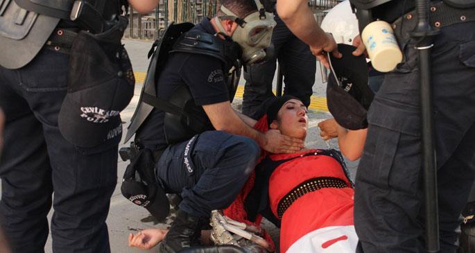 Lice katliam protestolarına polis müdahalesi