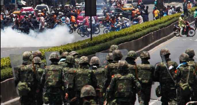 Bangkok'a askerler sevk edildi