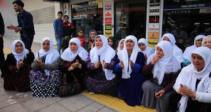 Barış Anneleri AKP İpekyolu binasını işgal etti