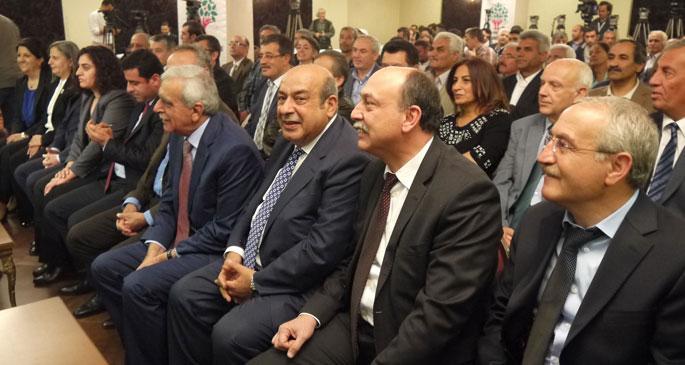 BDP Milletvekilleri HDP rozetlerini taktı