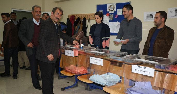 BDP Şemdinli adayı Seferi Yılmaz oyunu kullandı