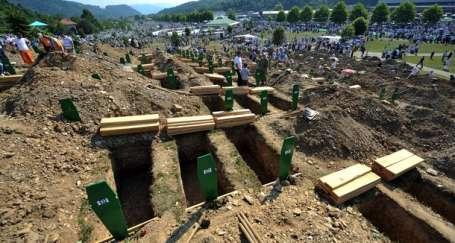 Srebrenitsa'nın 16.yıl dönümünde cenaze töreni
