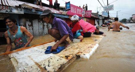 Filipinliler evlerini bırakıp kaçıyor