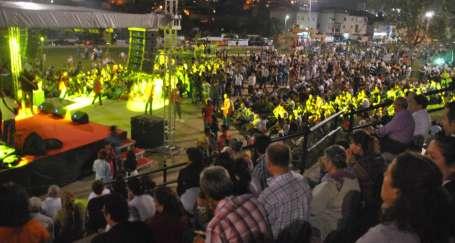 9'uncu 1 Mayıs Mahallesi Kuruluş Festivali Deniz Gezmiş Parkı'nda başladı