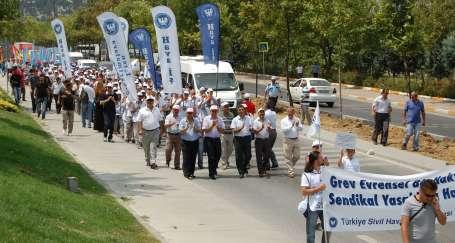 THY işçileri AKP'ye yürüdü
