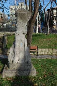 İflah olmayan işçi heykeli