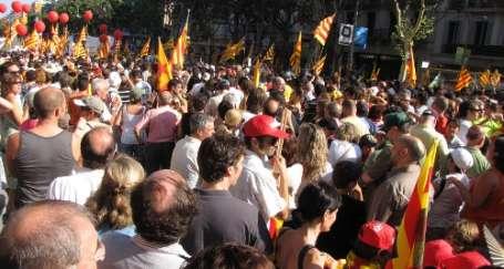 Katalan parlamentosuna halk kuşatması