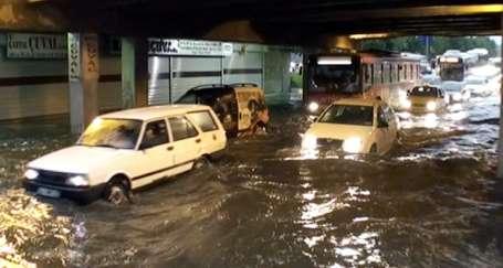 Sağanak yağış Marmara'da hayatı felç etti