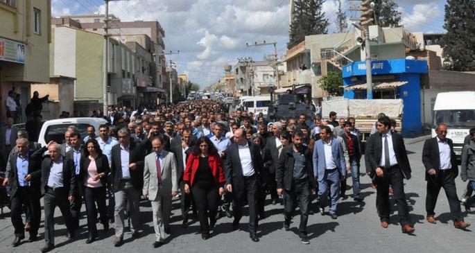 Ceylanpınar\'da milletvekillerinden \'Seçim yenilensin\' yürüyüşü