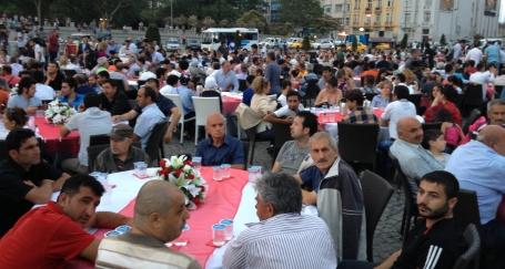 Taksim iftarla açıldı