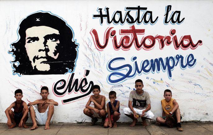 Che'ye benzemeye çalışan çocuklar