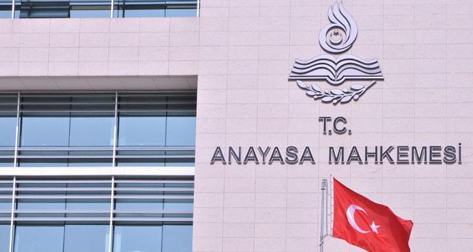 CHP, dershanelerin kapatılmasını AYM\