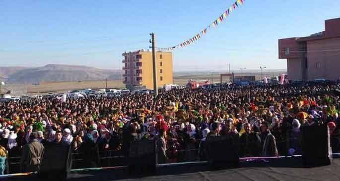 Cizre ve Nusaybin\'de on binler \'duvar\'a karşı ayakta