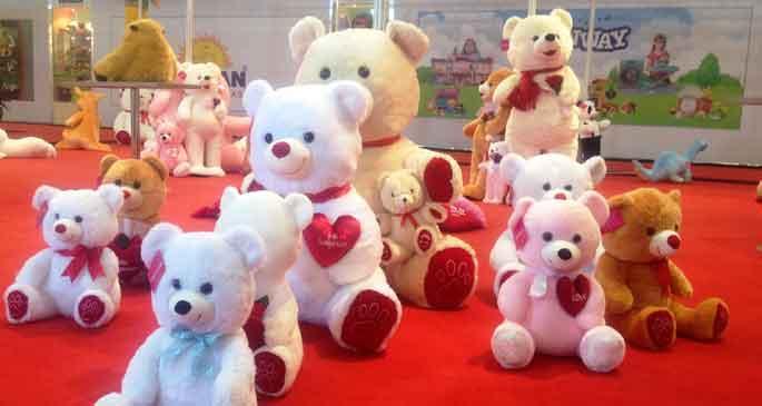 Çocuklara kapalı oyuncak fuarı