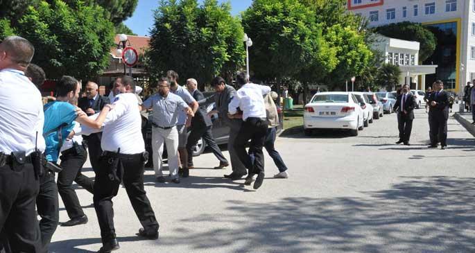 ÇOMÜ öğrencileri dövülerek okuldan dışarı atıldı