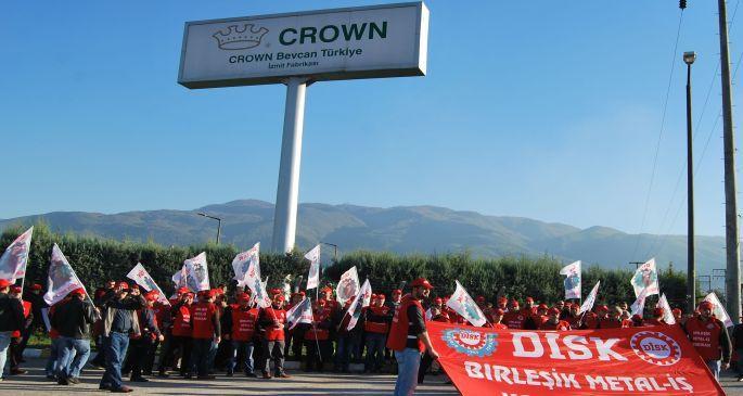 Crown önünde uluslararası dayanışma