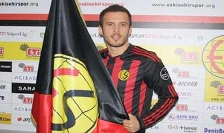 Eskişehirsporlu futbolcu kalp krizinden hayatını kaybetti