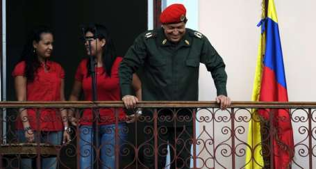 Chavez balkondan seslendi: İyiyim