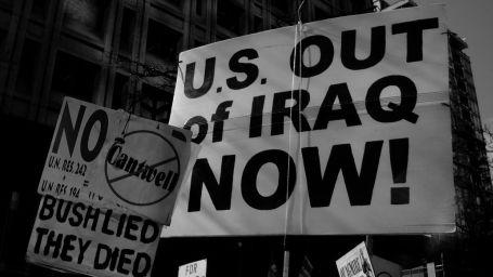 İnsani müdahale ve savaş karşıtlığı