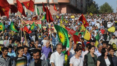 Diyarbakırlılar operasyonlara karşı yürüdü