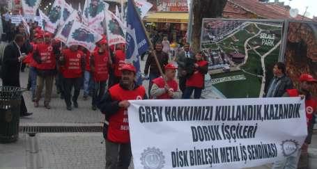 Doruk işçileri zaferi kutladı