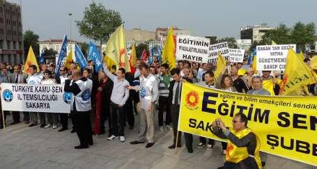 Eğitim emekçileri Sakarya'da saldırıları protesto etti