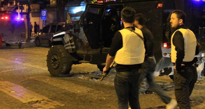 Diyarbakır\'da gençlerle polis arasında çatışma çıktı