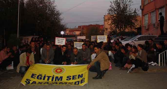 Diyarbakır'da öğretmenlerden parmak izi protestosu