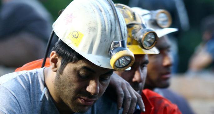 Dumanı gören işçiler birbirleriyle helalleşti
