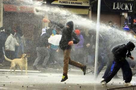 Şilili öğrenciler yeniden sokağa çıktı