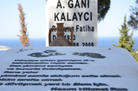 Jandarma mezarında Nazım izleri